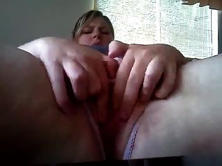 Bbw Banging Her Pussy !