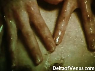 Vintage Lesbians 1970s - All-natural Young Ladies Get Wet