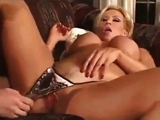 It Invites Milf Is Aware Of The Young Man Of Lust
