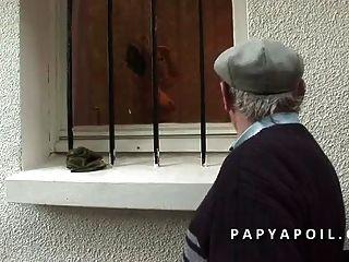 Papy Baise Une Jeune Et Tres Jolie Brunette