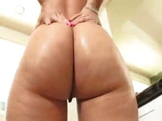 Blonde With Sweet Arse Uses Dildo