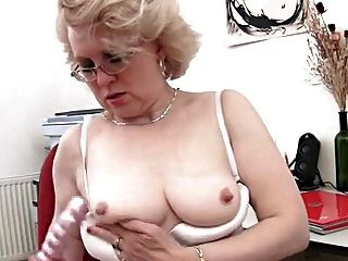 Lady Shows All 119
