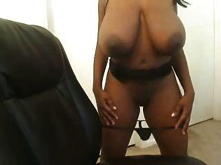 Amateur Ebony Hottie Showing Titties.