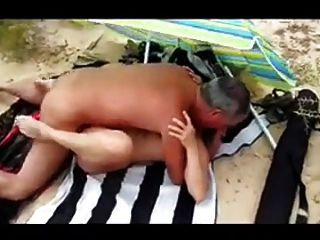 Woman Gets Fucked On The Beach !!!