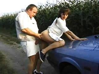 Gordo Cogiendo Con Mujer En El Campo