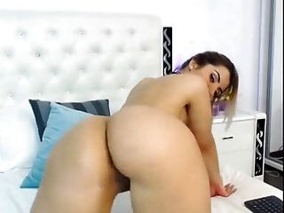 Ponytail Blonde Shakes Her Ass