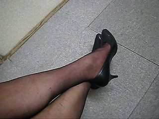 Cum On Pantyhose Legs B01