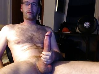 Older Dude Jacks Off Nice Dick