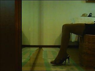 Legs Games : Laura Cross