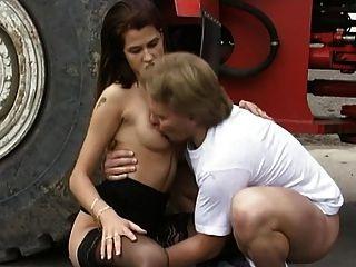 Nadine perrier anal auf der baggerschaufel - 3 part 10