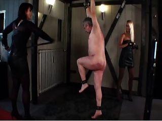 Divine Bitches - Blonde Herrin fickt ihren Sklaven mit
