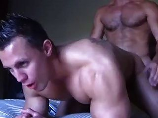 Muscle Dude Bottoms Out