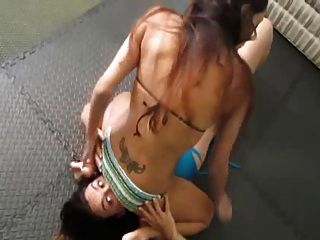 Catfight Bikini Girls Facesit