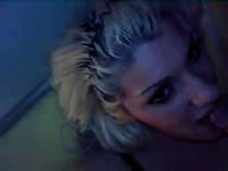 Salope Blonde Suce Et Se Gode