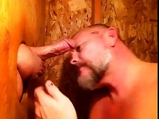 Mmmmm Gloryhole Sucking. (kruppe)