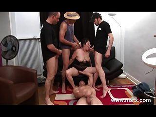 Fatima Une Cougar Beurette Baisee En Gang Bang