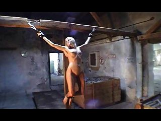 Crucified Women -modell Vera