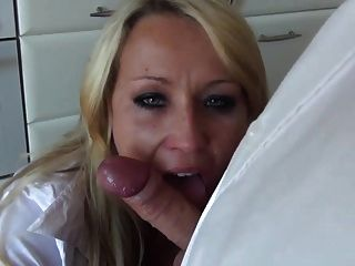 Plumber Gets A Bj Off Sexy Housewife