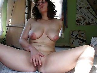 Mandy Masturbating