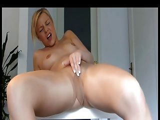 Blonde Babe Loves To Masturbate In Her Nylons