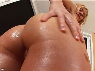 Blonde Teen Shakes Her Perfect Butt Cheeks