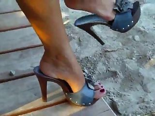 Showing Her Sexy Feet