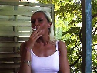 Smoking Fetish German - Rauchend Auf Dem Balkon