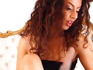Dark Cam Chick Fucks Pussy