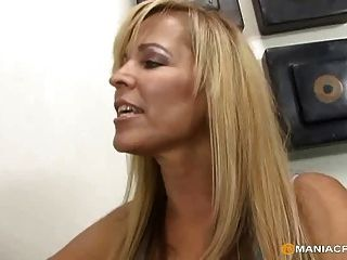 Lesbian Mom Is A Super-seducer