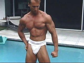 Allein Oder Zu Zweit - Bodybuilder Verwoehnen Sich Teil 1