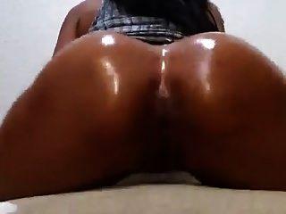Nude Oiled Ass Twerk