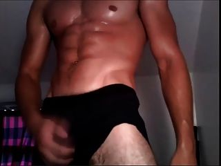 Amateur Muscle Guy Jerks Off In Bed