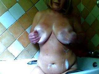 Chubby Girl In The Bath