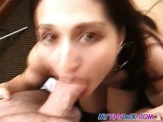 Girl Masturbates In Bed