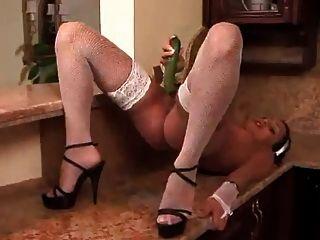 Papa - Maid Anetta Masturbates In The Kitchen!