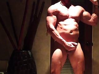 Str8 Bodybuilder Daddy Stroke In Living Room
