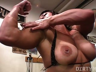 Brandimae Masturbating In The Gym