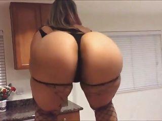 Kitchen Booty Shake