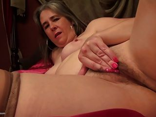 Amateur Mature Mom With Thirsty Old Cunt