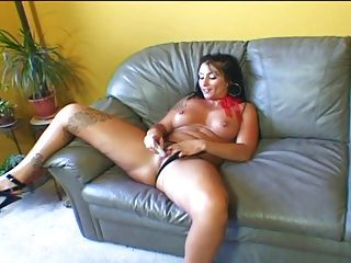 Busty Brunette Fbb Gets Her Pussy Eaten Out