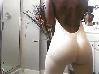 Ebony With Jiggly Ass Trying On Clothes (32 Secs)