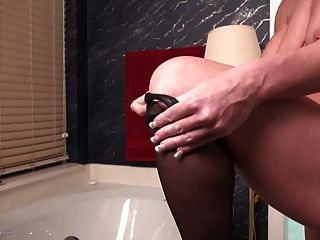 Fit Mature Mom With Big Hungry Pussy