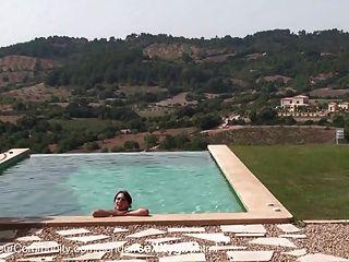 Sexy Schlampe Wird Am Pool Gefickt