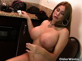 Curvy Milf Sheila From The Us Is Getting Ready For Work
