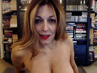 Mature Pawg Fucking A Dildo On Webcam