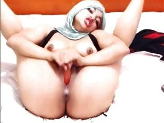 Sexy Muslim Woman Fucks Herself On Webcam