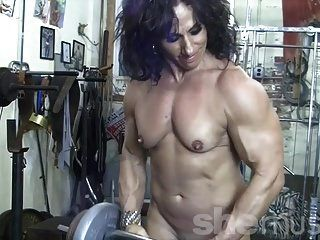 Bodybuilding Nudist female