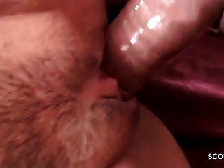 Geile Milf Braucht Sex Und Laedt Sich 3 Junge Typen Ein