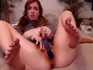 Redhead Camgirl With Sexy Feet Dildos Her Pussy