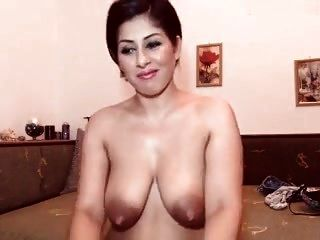 Sexy Big Nippled Cam Girl Masturbates